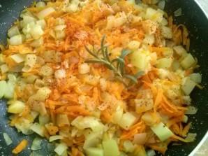 Кабачки тушенные с морковью и луком - фото шаг 4