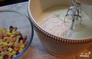 Маффины с сыром и колбасой - фото шаг 1