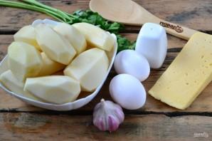 Запеканка из тертого картофеля с сыром и чесноком - фото шаг 1