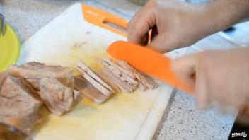 Салат из свинины с горошком - фото шаг 3