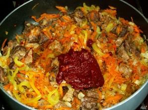 Капуста, тушенная с мясом и грибами - фото шаг 3