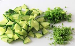 Салат с капустой и огурцами - фото шаг 2