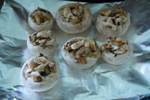 Начиненные грибы в духовке - фото шаг 5