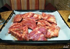 Ребра говяжьи в духовке с картошкой - фото шаг 2