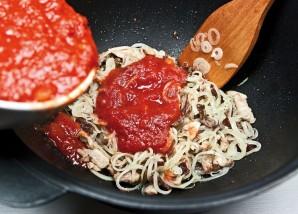 Солянка мясная на сковороде - фото шаг 8