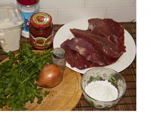 Бефстроганов из отварного мяса - фото шаг 1