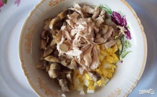 Салат из шампиньонов и курицы - фото шаг 4