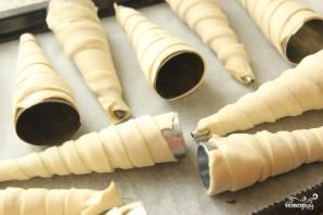 Слоеные трубочки с белковым кремом - фото шаг 2