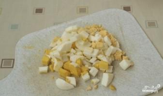Салат новогодний из крабовых палочек - фото шаг 4