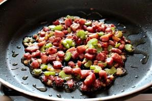 Паста с беконом и томатным соусом - фото шаг 4