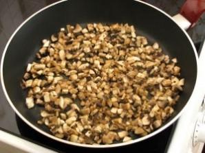 Салат с черносливом и грибами - фото шаг 1