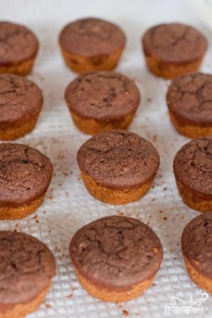 Капкейки с шоколадным кремом и ванильной глазурью - фото шаг 3