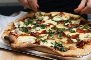 Пицца с моцареллой и базиликом - фото шаг 5