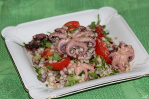 Салат из перловки с помидорами - фото шаг 12