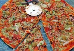 Пицца из морского коктейля - фото шаг 5