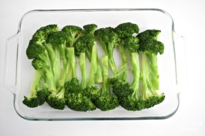 Брокколи в духовке со сметаной - фото шаг 1