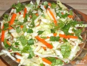 Салат из капусты с морковью и яблоками - фото шаг 4