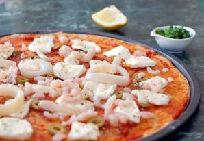 Пицца с кальмарами - фото шаг 5
