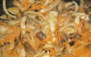 Курица, тушенная с грибами и овощами - фото шаг 2