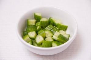 Салат с авокадо и огурцом - фото шаг 2