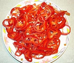 Греческий салат с помидорами - фото шаг 3