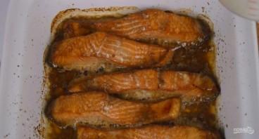Красная рыба под сметанно-сырным соусом - фото шаг 2