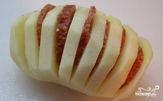 Картошка с колбасой и сыром в духовке - фото шаг 2