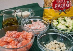 Паста с лососем и креветками - фото шаг 1