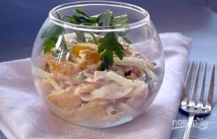 Салат с куриной копченой грудкой простой - фото шаг 7