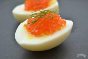 Фаршированные яйца с икрой - фото шаг 5