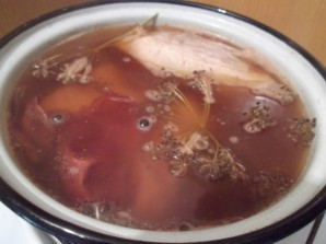 Грудинка, варенная в луковой шелухе - фото шаг 2