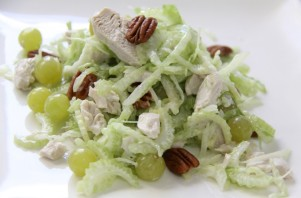 Салат с отварной курицей - фото шаг 5