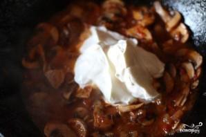Спагетти с грибами в сметанном соусе - фото шаг 4