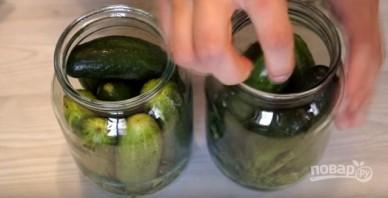 Рецепт малосольных огурцов в банке - фото шаг 2