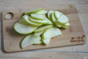 Розочки из слоеного теста с яблоками - фото шаг 2