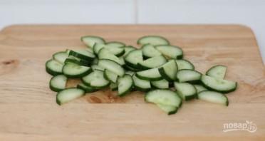 Салат с креветками и огурцом - фото шаг 2