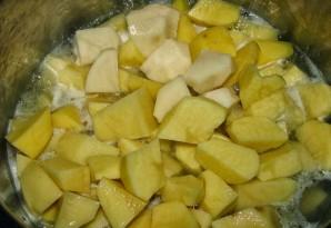 Тушеная картошка и мясо в кастрюле - фото шаг 6