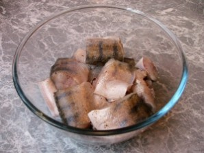 Рыба под маринадом из тушеных овощей - фото шаг 1