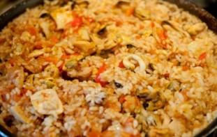 Паэлья с курицей и морепродуктами - фото шаг 8