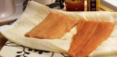 Рыба под сливочным соусом - фото шаг 1
