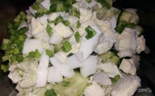 Простой салат из пекинской капусты и яиц - фото шаг 3