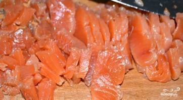 Салат с креветками и красной рыбой - фото шаг 3