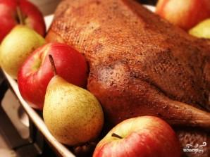 Новогодний гусь с яблоками и тмином - фото шаг 10