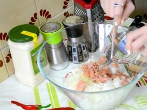 Салат с рисом и рыбными консервами - фото шаг 3