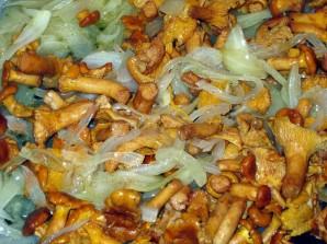 Лисички с картошкой жареные - фото шаг 1