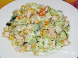 Салат с копчёной курицей и кукурузой - фото шаг 6