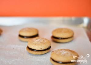 Печенье с арахисовым маслом и шоколадной начинкой - фото шаг 5