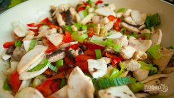 Рисовая лапша с овощами и курицей - фото шаг 4