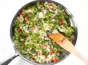Рис с овощами на сковороде - фото шаг 4