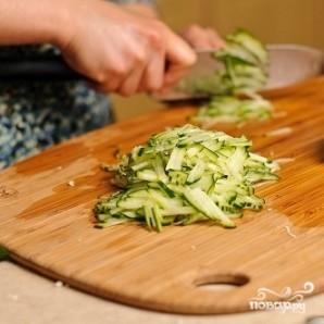 Салат из капусты и огурцов - фото шаг 8